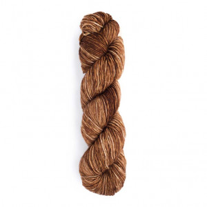 Urth Monokrom Worsted Yarn (4060)